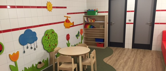 Play, nappy and read: New family room at Tegel Airport
