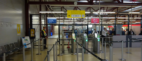 Automated boarding card scanners at TXL
